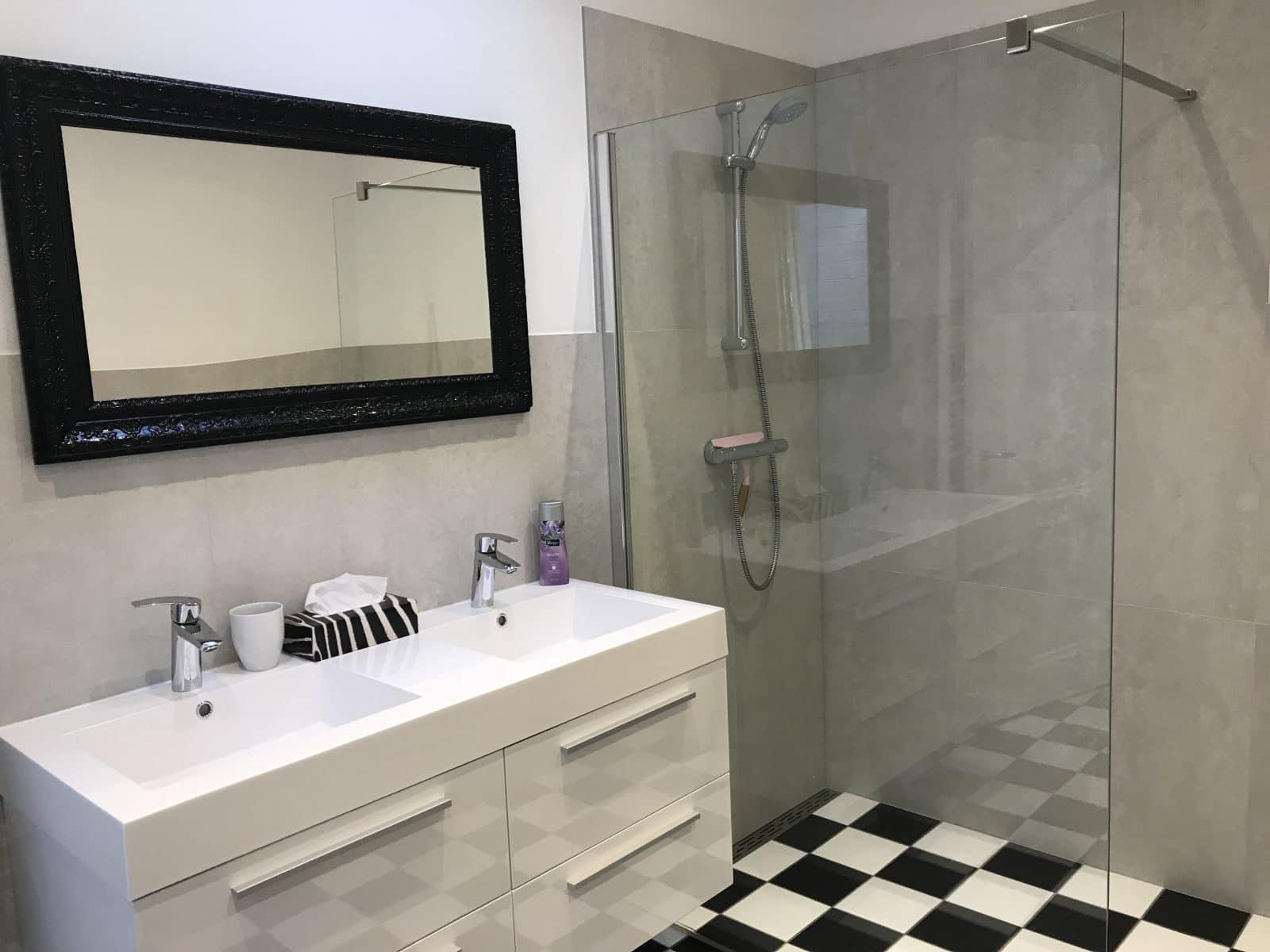 B&B Den Haag Valkenbos schone badkamer