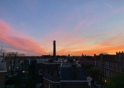 Schitterend uitzicht over de daken vanaf het terras van B&B Valkenbos